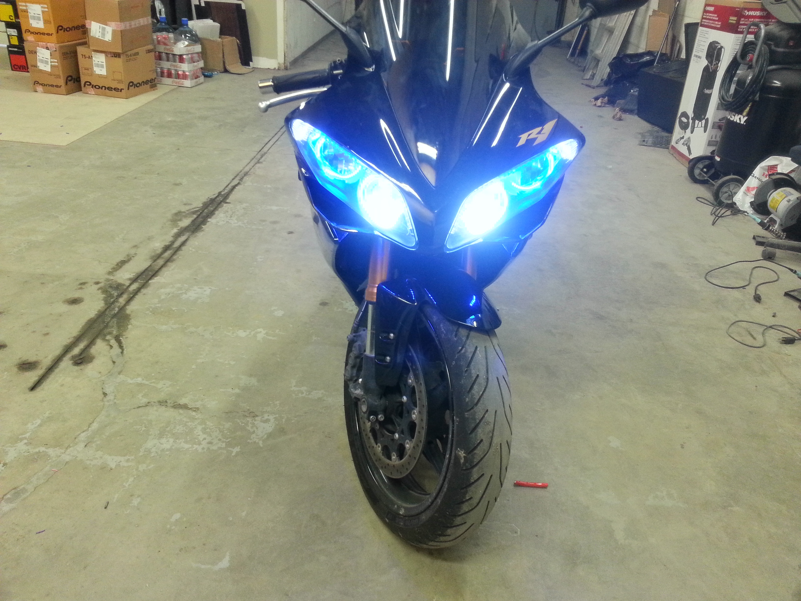 YAMAHA R1 WITH HID KIT FOR LOW BEAM